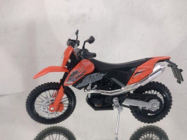 Miniatura de moto ktm na escala 1/18 - Foto 3