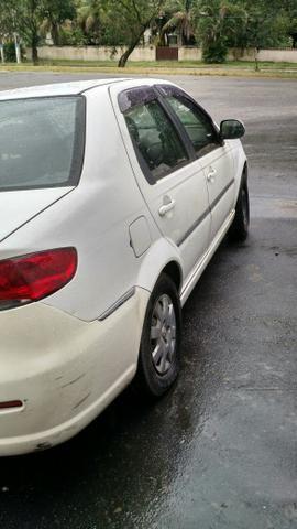 Vendo um Siena tetrafuel 2012 1.4 - Foto 2