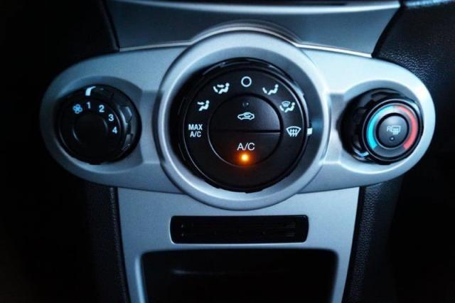 Fiesta 1.5 SE todo revisado pneus novos 2015 - Foto 18