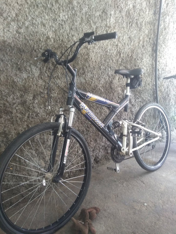 Bicicleta com suspensão no quadro