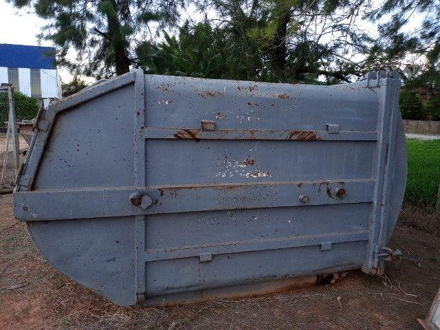 Duas Caçambas compactadoras de lixo - Foto 4