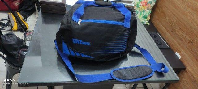 Bolsa Wilson esportiva azul e preto