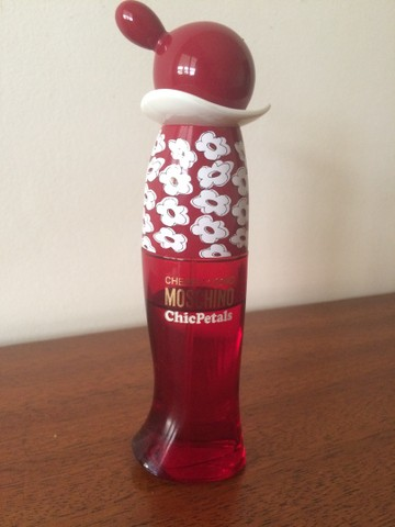 Perfume Moschino Cheap and Chic Petals   Original - Foto 3