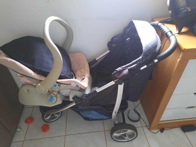 Carrinho de bebê com bebê conforto - Foto 2