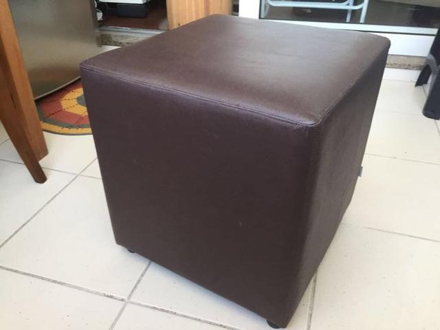 Puf quadrado marrom