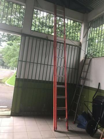 Escada de fibra (eletricista) ant-shock