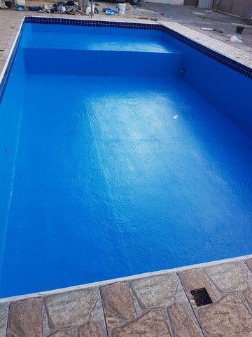 Restauração  e reforma  de piscina ovenaria fibra de vidro e azulejo  pedras - Foto 4
