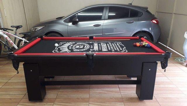 Mesa de Bilhar Preta TX Tecido Preto Bordas Vermelhas Personalizada Jack Daniels Modelo - Foto 3