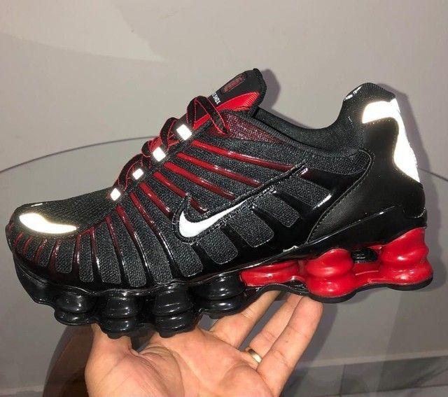 Nike 12 MOLAS PRETO COM VERMELHO