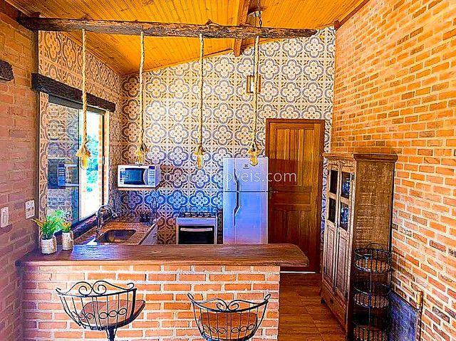 Casa com 2 quartos com 1 Suite - Cozinha Americana - 2 Vagas de garagem - Deck com Churras