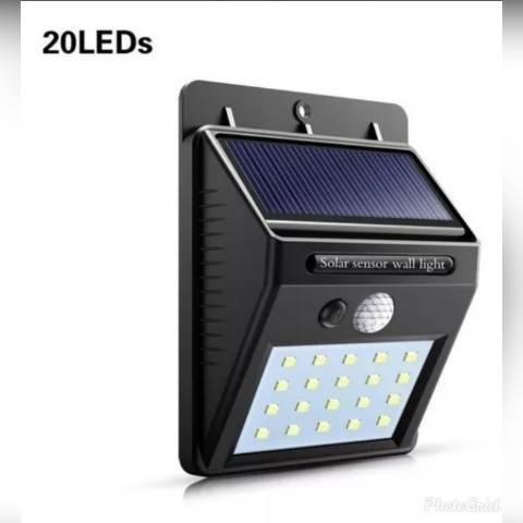 Luminária solar com sensor de presença e movimento