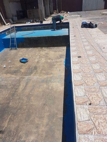 Restauração  e reforma  de piscina ovenaria fibra de vidro e azulejo  pedras - Foto 3
