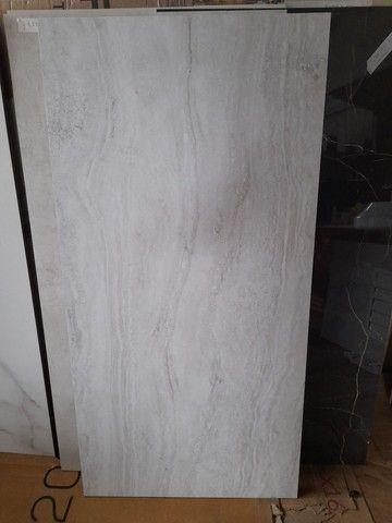 "Porcelanato acetinado travertino nanova grigio natural retificado ""C"" 60x120  - Foto 2"
