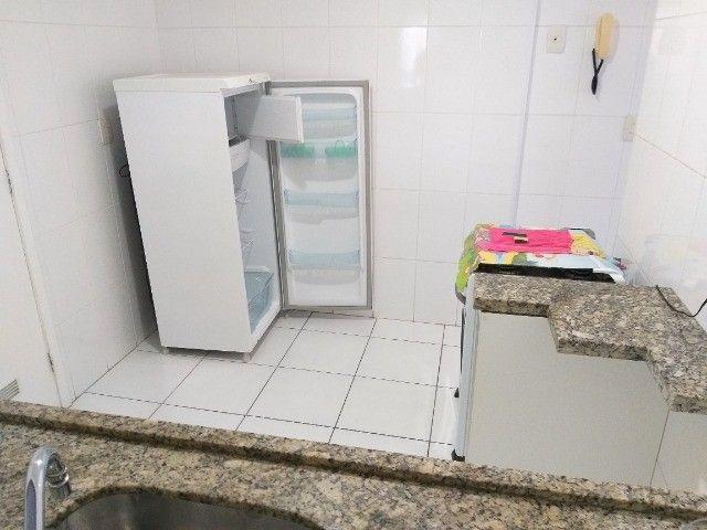 Centro: Apto 2 qts(1suíte), sala ampla, cozinha grande, 1 vaga. todo mobiliado! - Foto 9