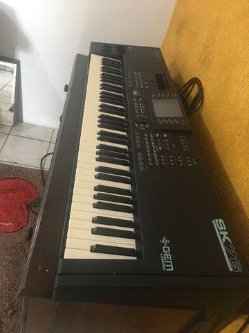 Piano eletrônico GEM SK76 + cubo meteoro - Foto 2