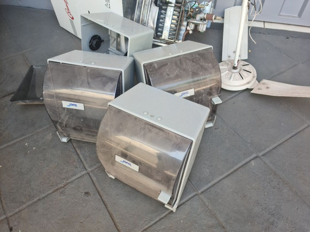 Papeleiras e ventilador de teto