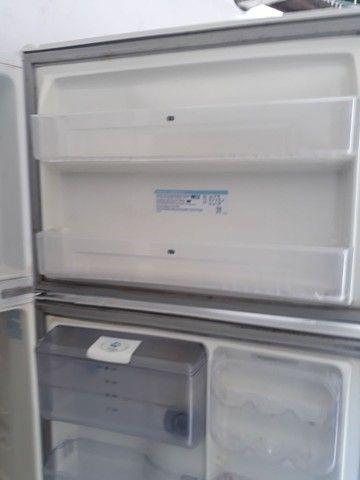 Vendo geladeira motor ta pegando ta com vazamento de gás  - Foto 3