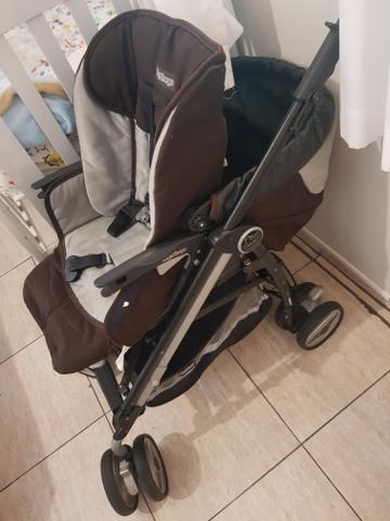 Vendo carrinho de bebê peg perego, com bebê conforto e base touring