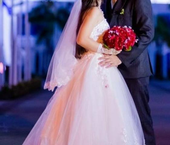 Vestido de noiva + veu + capa protetora por 650,00