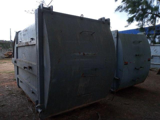Duas Caçambas compactadoras de lixo - Foto 2