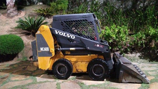 Mini carregadeira volvo MC 60 B ano 2007 com apenas 7 mil hs