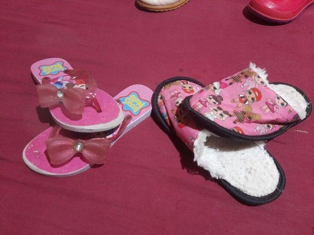 8 pares de calçados  menina 27/28 - Foto 5