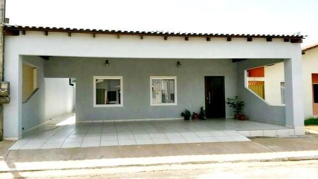 Vende-se uma excelente casa no Condomínio Nova Era I