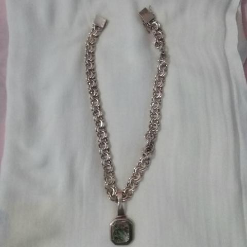 Cordão de prata com pingente labolae lindo