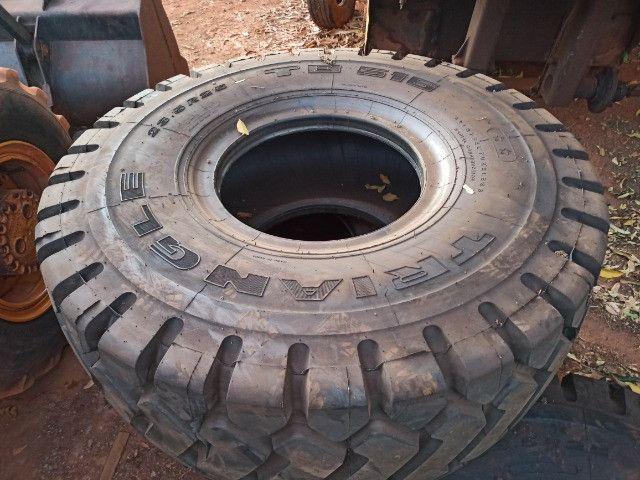 Pneus novos pá carregadeira caterpillar 966c l3 - Foto 3