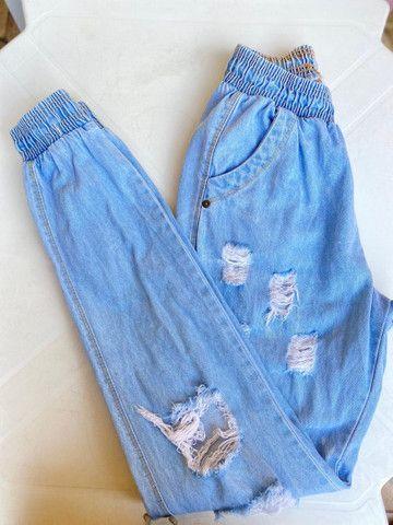 Calça tecido jeans bem larguinha  - Foto 3