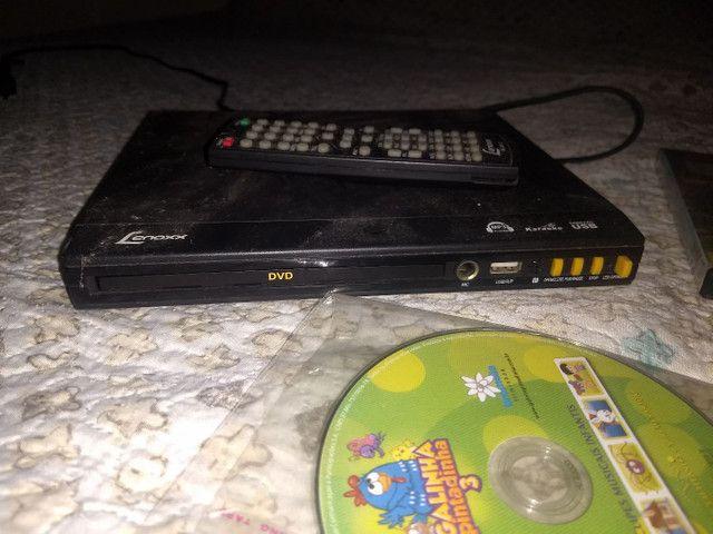 Aparelho de dvd mais todos esses dvds por $150 tudo - Foto 2