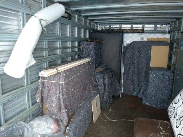 Frete e mudanças caminhão báu 5,5 metros de cumprimento - Foto 2