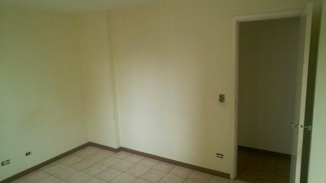 Aluga-se quarto em apartamento!!!!!!
