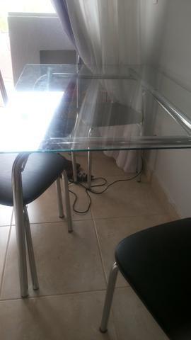 Vendo mesa de vidro. ( sem as cadeiras)