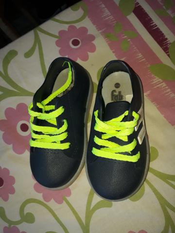 Vendo sapato infantil numeração 23,24