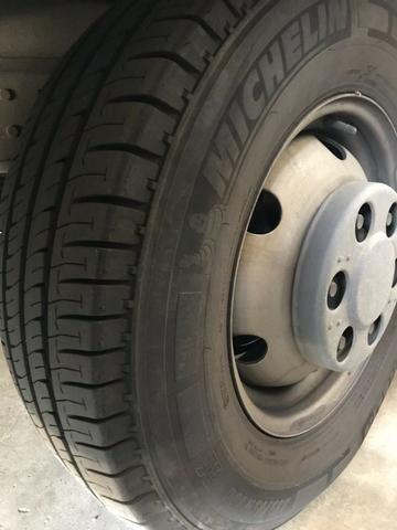 Caminhão Iveco Daily baú c/ 4,50 x 2,40 modelo 35CS14 pouco uso