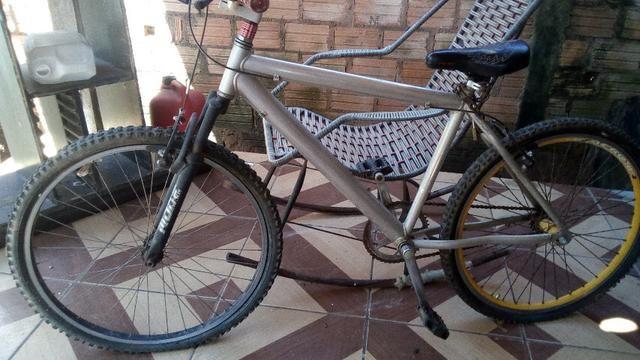 Bicicleta Quadro de Aluminio com suspensão usada