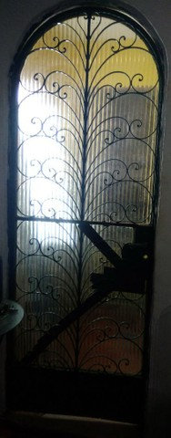 Porta de ferro boa, para sair hoje - R$ 100,00
