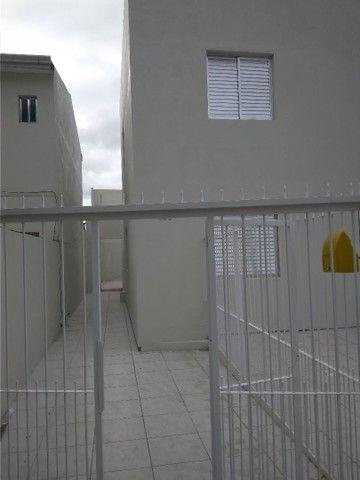 Alugo casa com 02 dormitórios