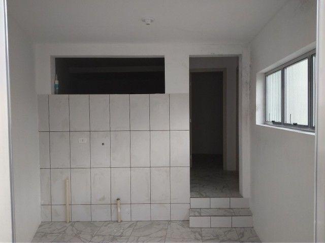 Alugo casa com 02 dormitórios - Foto 4