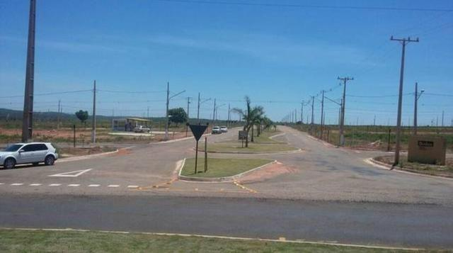 Parque dos Lirios sobre-esquina avenida principal