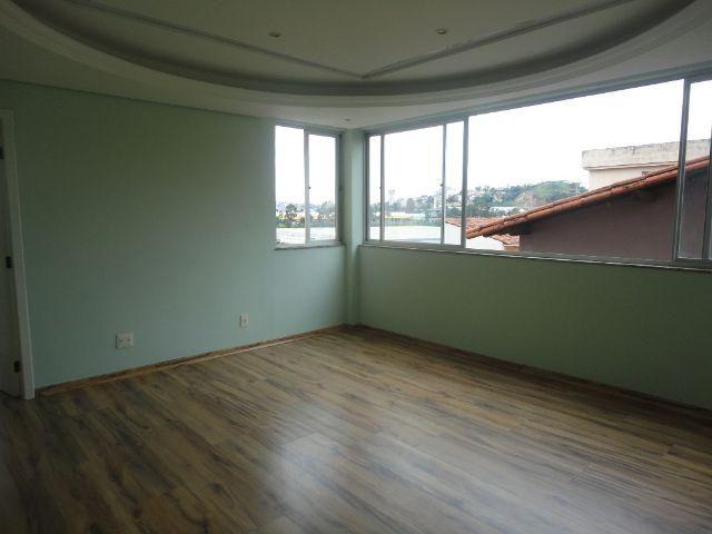 Aluga-se apartamento com armários no dono clara