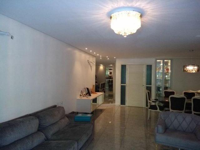 Apartamento exclusiv, 3 suítes, 3 garagem, Ponta Verde, 1 quadra da praia todo no granito