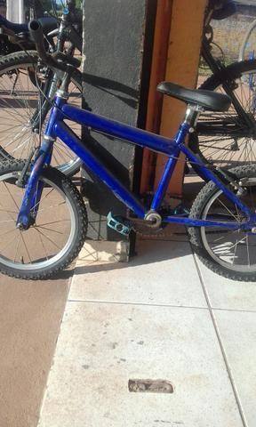 Vendo uma bicicleta pra crianças