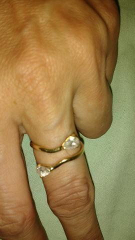 Vende-se este anel de ouro