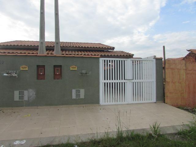 681 - Casa com financiamento direto 80 m² , á 500 metros da praia , Bairro Tupy