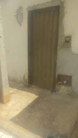 Aluguel de Barracão 3 cômodos, incluso água energia no valor do aluguel, para uma pessoa