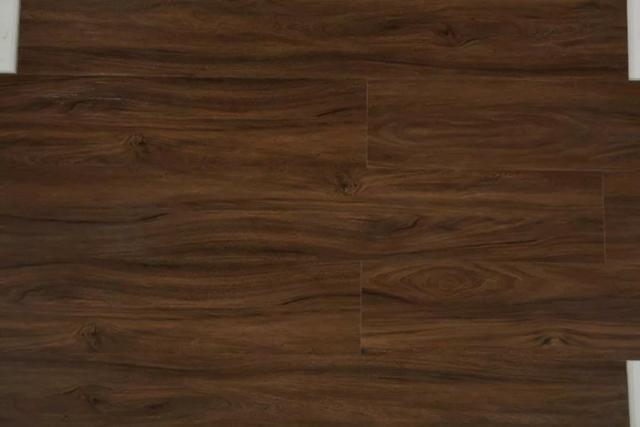 Piso Vinilico J.E. Floor Sistema Clicado Marrom Escuro Espessura 6mm - Foto 3