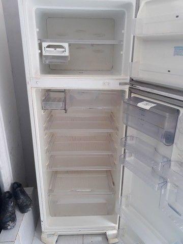 Vendo geladeira motor ta pegando ta com vazamento de gás  - Foto 5