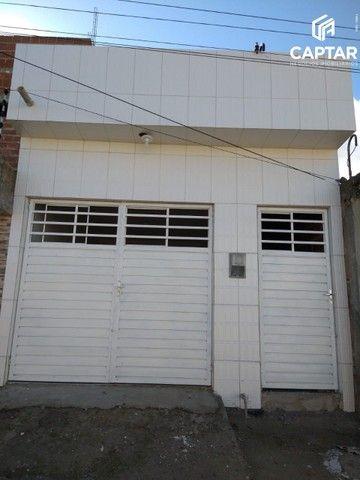 Casa à venda com 2 quartos, sendo 1 suíte e garagem, no bairro São José em Caruaru-PE.